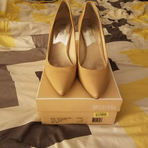 Size 9 Michael kors high heels for Sale in Port Richey, FL