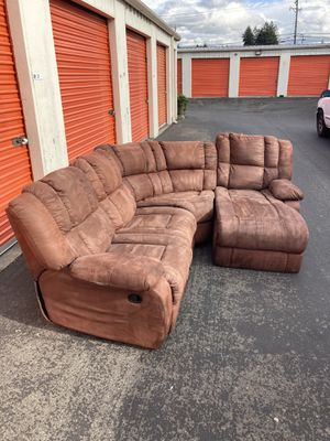 Sectional Couch for Sale in Lakewood, WA