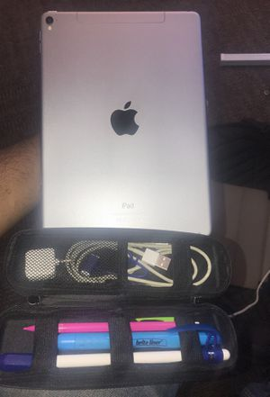 iPad Pro 9.7 inch with Apple Pencil for Sale in Columbus, OH