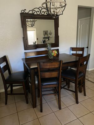 Nice dining set, expandable table, six chairs and a bench! In very good condition!! for Sale in Baytown, TX
