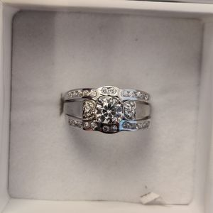2 IN 1 SILVER & CUBIC ZIRCONIA ENGAGEMENT RING SET for Sale in Phoenix, AZ
