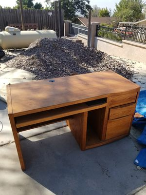 Desk FREE for Sale in Spring Valley, CA
