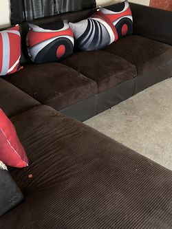 Sectional With Pilliows for Sale in Belleville,  MI