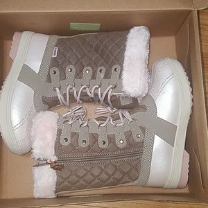 Khumbu snow boots for girl size 1 for Sale in Arlington Heights, IL