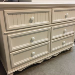 Bassett solid wood dresser chest of wooden drawers off white beige for Sale in Renton, WA