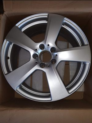 18x8.5 - Mercedes E350 wheel - OEM - Part # A2124011302 for Sale in Alamo Heights, TX