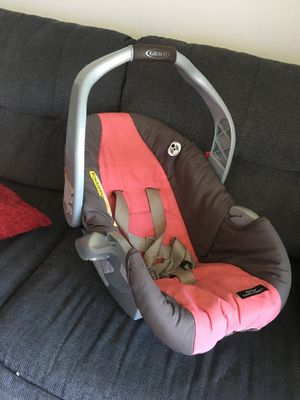 Baby carseat Graco with base for Sale in Tampa, FL