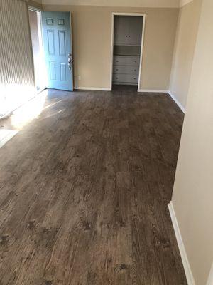 Flooring vinyl plank glue Down 800 sq ft for Sale in San Bernardino, CA
