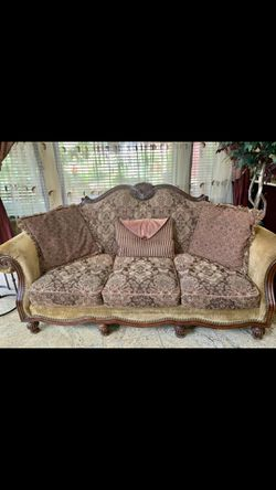 Stunning Living room couch set!! Must see in person! for Sale in Dearborn,  MI