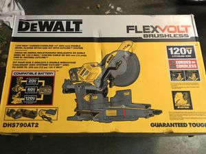 Dewalt double-bevel sliding miter saw kit (with 2 batteries and charger) for Sale in Pleasanton, CA