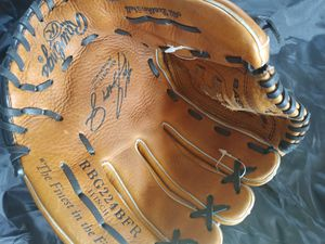 Rawlings baseball glove. All leather she'll. 11 inch. With Ken Griffey, Jr Autograph for Sale in Fontana, CA