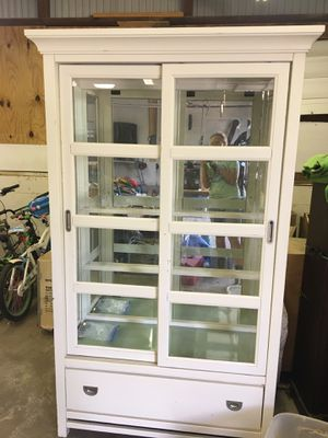 Mirror backed china hutch for Sale in Lancaster, OH