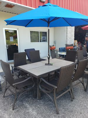 Patio Table with a Set of 6 Chairs for Sale in Lutz, FL