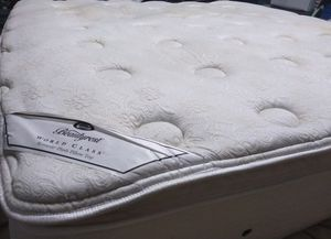"""King mattress 16"""" Simmons Beautyrest plush pillow top and box spring. Free delivery. for Sale in Orlando, FL"""