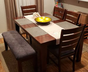 Dining room table for Sale in Whittier, CA