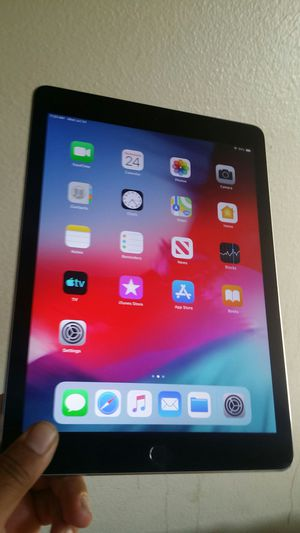 "Apple IPad 6th Generation (9.7"" Retina/ Latest IOS 13/ Apple Pencil compatible) 32GB like new with complete Accessories for Sale in El Monte, CA"