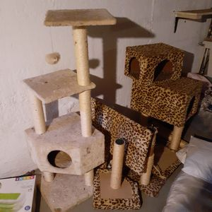 2 cat trees .. both can go together.. pretty large for Sale in Harrisburg, PA