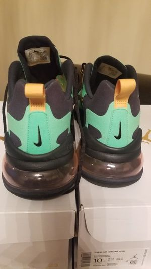 """Mens sz 9, Nike Air Max 270 React """"Electro Green"""" Electro Green/Yellow Ochre-Obsidian for Sale in St. Louis, MO"""