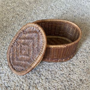 ‼️Wicker Basket with Lid / Cover‼️ for Sale in Edgar, WI