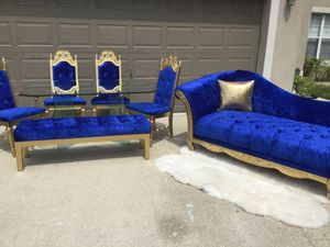Beautiful dining set ,chairs;table,bench and chaise for Sale in Kissimmee, FL