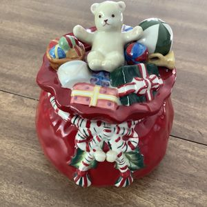 Longaberger Ceramic Bowl With Lid for Sale in Arlington, VA