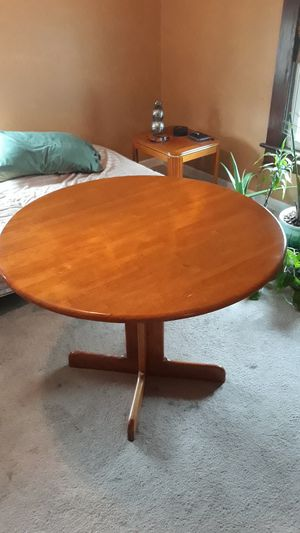 Table for Sale in Elyria, OH