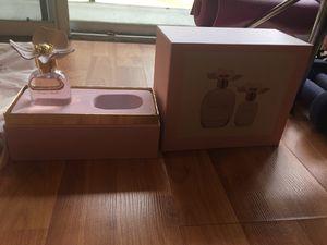 Monique Lhuillier. 1 oz perfume set. for Sale in Montgomery Village, MD