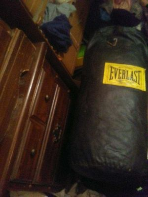 Everlast punching bag for Sale in Rogers, AR