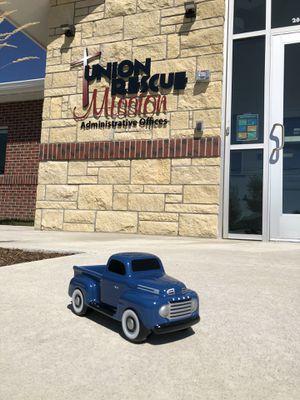 Like New Ceramic Ford Truck for Sale in Wichita, KS