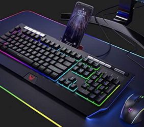 PICTEK Gaming Keyboard with Phone Holder for Sale in Frisco,  TX