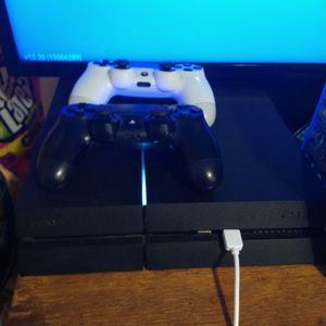 500gb Ps4 With 2 Controllers Headset 5 Games On Disk Few Other On Console for Sale in Waterbury, CT