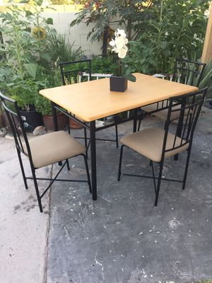 Small dining table set for Sale in Las Vegas, NV