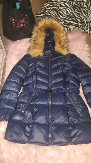NWOT XL GUESS DEEP ROYAL BLUE PUFFER JACKET/COAT SIZE XL WITH DETACHABLE FUR ON HOOD. for Sale in Chicago Heights, IL