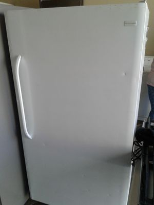 Frigidaire Upright Freezer Only 18 Cu Ft. for Sale in Fontana, CA