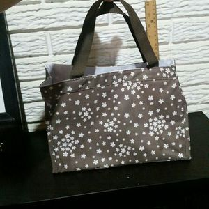 7 Inch Thirty One Mini Tote Bag for Sale in Wellington, OH