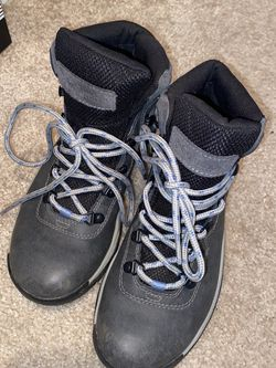 Columbia Hiking Boots for Sale in Arlington,  VA