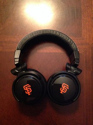 Brand new giants headphones made for iPad iPhone iPod with microphone retail 200 for Sale in Danville, CA