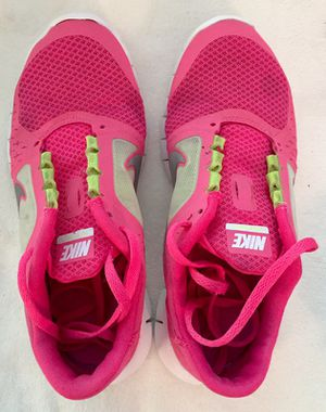 Nike tennis shoes woman's size 5 for Sale in Gambrills, MD