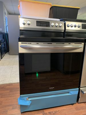 Frigidaire Gallery Electric Stove for Sale in Fontana, CA