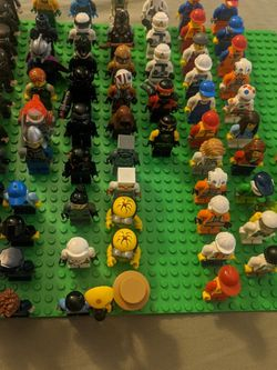 LEGO MINIFIGURES WILL NOT SEPARATE!! for Sale in Los Angeles,  CA