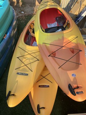 10ft sit in kayak with paddle. Brand new for Sale in Huntington Beach, CA