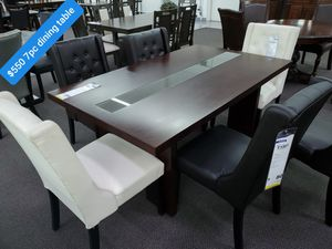 BLACK/WHITE DINING TABLE for Sale in Running Springs, CA