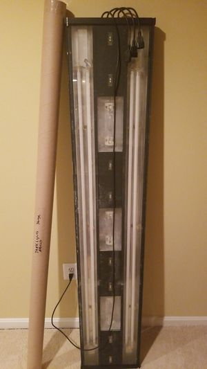72 inch aquarium light fixture. With 3 metal halide HO bulbs for Sale in Bowie, MD