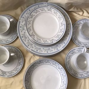 Audrey 20 PC Dinnerware Set for Sale in Virginia Beach, VA