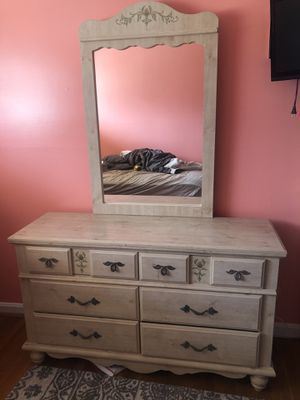 Dresser with mirror for Sale in Rockville, MD