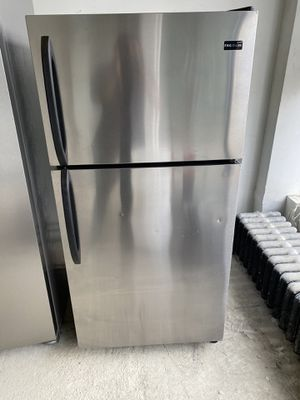 Frigidaire top freezer stainless steel refrigerator & Frigidaire stainless steel gas stove set for Sale in Chicago, IL