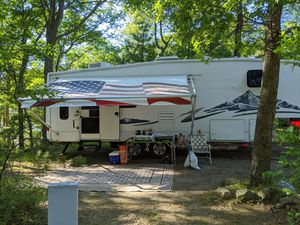 2005 Keystone Montana 5th wheel camper, and Reese 14k sliding hitch. Immaculately kept. for Sale in Milford, MA