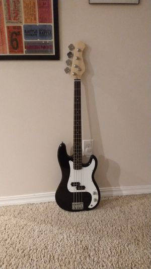Selling a good Bass Guitar for Sale in Hoquiam, WA