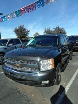 2011 chevy silverado 🐼 we open Sundays 10 to 4 🐼 easy financing 🐼 aqui su amigo jesus les ayuda for Sale in Glendale, AZ