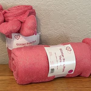 Valentines Glitter Pom Pom Throw 50x60 NEW for Sale in Fort Lauderdale, FL